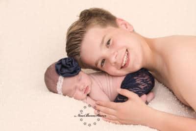 Newborn familiefotografie met broers en zusjes