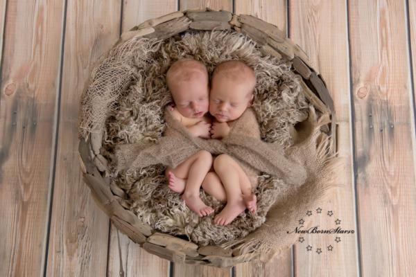 net geboren tweeling foto's