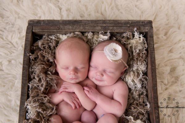 newborn tweeling foto's